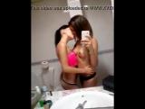 Испанские лесбиянки в ванной в Перископе