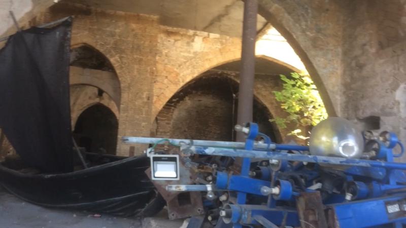 Старый мини-дворец в Яффо с летучими мышами