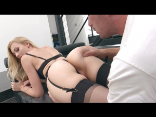 Alexa Grace Goes Gonzo And Stretches Her Pink Pussy For Bang