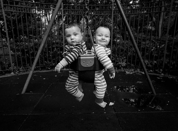 Семимесячные близнецы Феликс иВива Торрес
