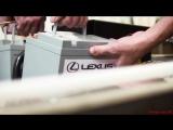 Модель автомобиля Lexus из картона в натуральную величину