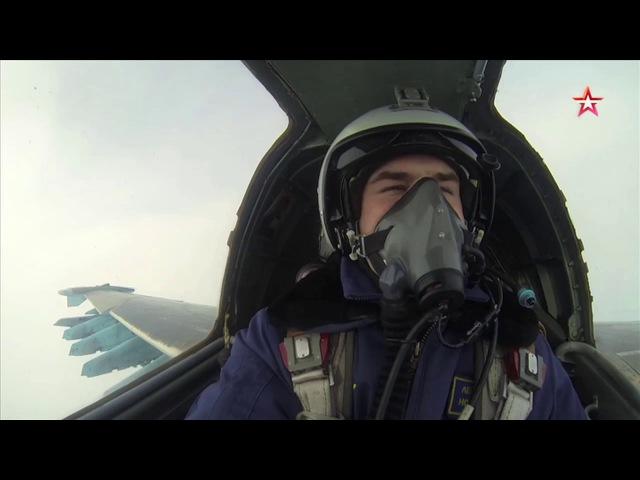 Экипажи Су-25 и Су-24М «уничтожили» аэродром противника: кадры Минобороны РФ