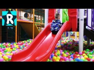Детская Игровая Комната Видео для Детей ТОП Развлечения Детям Горки Батуты Много игрушек и Конфет