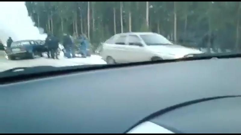 На Урале двое полицейских погибли, преследуя пьяного водителя.