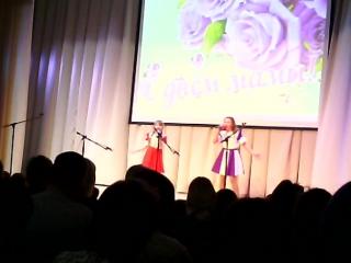 Сёстры Аня и Катя с песней Зазеркалье