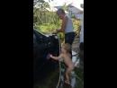 Саша на даче моет машину