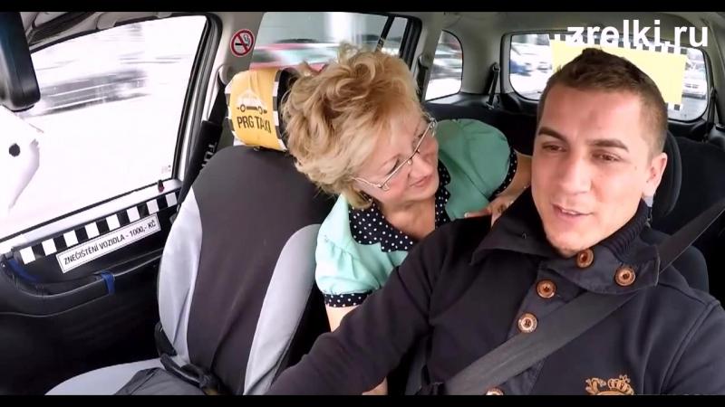 Порно расплатилась в такси