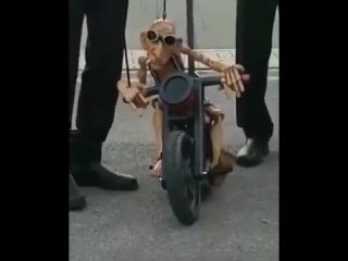 Забавный байкер