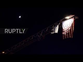 США: Полицейские офицеры оплакал погибших в Палм-Спрингс съёмки, подозреваю, всё ещё на свободе.