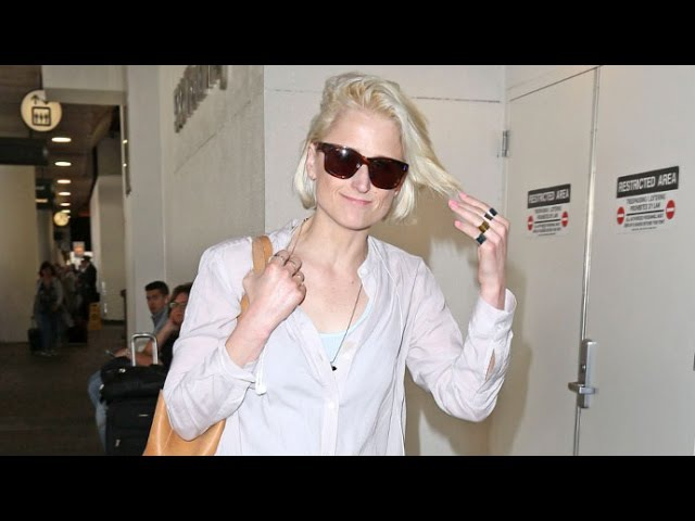 Mamie Gummer Shows New Platinum Cropped Hairdo At LAX