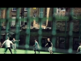 Паркурщики играют в футбол. Реклама пепси