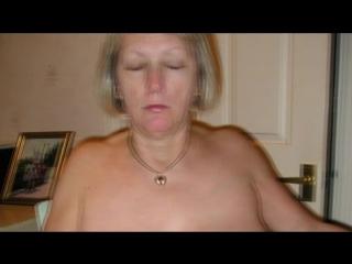 Бабка ебет себя поварешкой до боли. Порно ролик 18+ Секс Эротика Порнуха Ебля Сиськи Мастурбация Ебет Насилует Дрочит