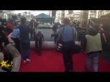 Как проходит подготовка к церемонии Оскар, как раскатывают красную дорожку к на ...