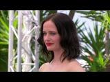 Baiser entre Emmanuelle Seigner et Eva Green - Festival de Cannes 2017