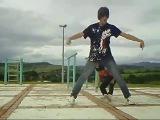 Эмо бой танцует с мелким