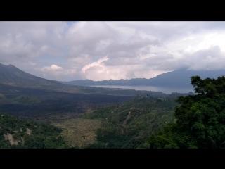 Вулкан и горное озеро Батур
