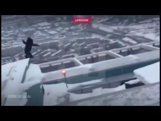 Очевидцы сняли прыжок с 86 го этажа на Мерседес Гелендваген G63 АМG