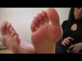 High heels and bare feet at Agas office [Full HD,1080p]