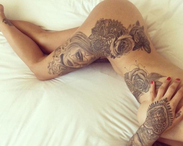 Girl getting tattoo pussy