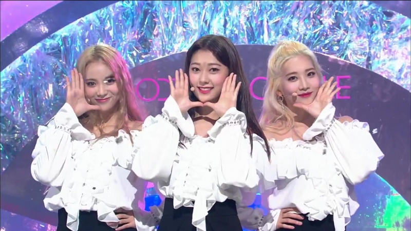 [LOONA_ODD EYE CIRCLE - Girl Front] Debut Stage _ M COUNTDOWN 170921 EP.542