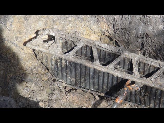 Солдаты лежат в ямах сотнями Вахта памяти Раскопки по второй мировой