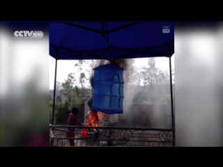 Стримерша из Китая подожгла свою машину, чтобы набрать подписчиков