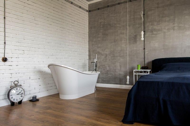 Квартира 45 м в стиле лофт в Москве с открытой ванной.