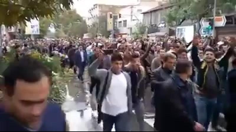 İran televiziyasının azərbaycanlıları təhqir etməsi nəticəsində bugün Cənubi Azərbaycanın 10-a yaxın şəhərində minlərlə azərbayc