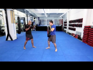 MMA TRAINING_How to Set Up the Flying Knee Technique_MIXED MARTIAL ARTS FIGHTING 101