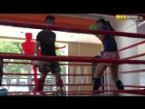 Чемпионка по тайскому боксу косит под новичка в зале
