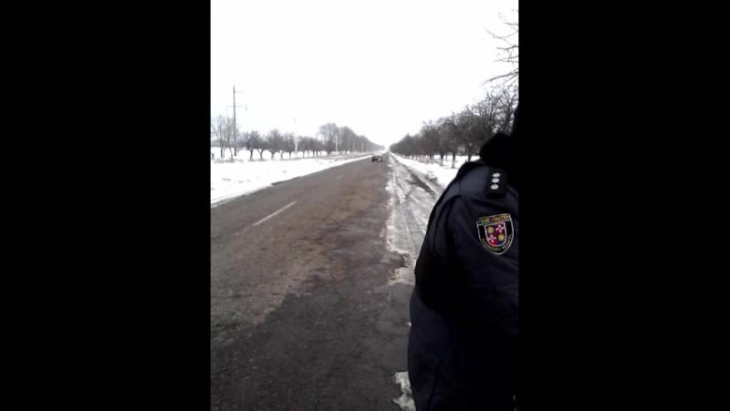 Як ямпільська поліція, колишнього мента зупинила за порушення, він (пяний) помітивши відеозйомку втік...