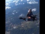 Как правильно использовать мужика-парашютиста :)