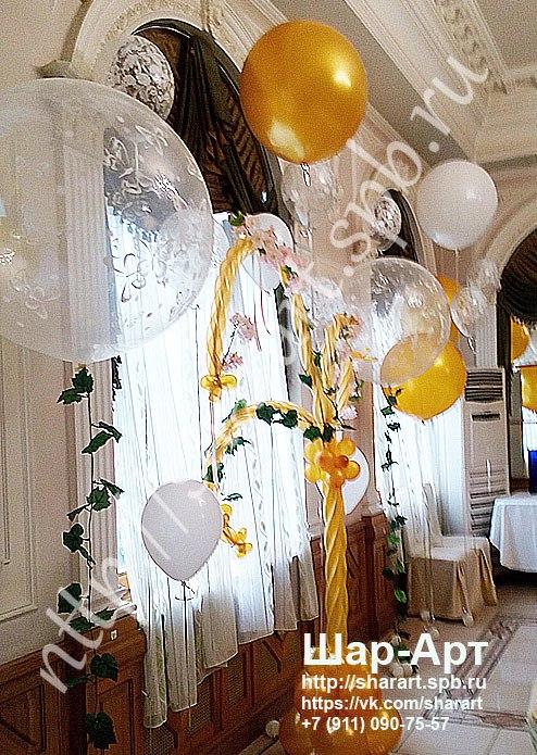 большие прозрачные шары с рисунком и цветами , оформление свадьбы в белом и золотом цвете