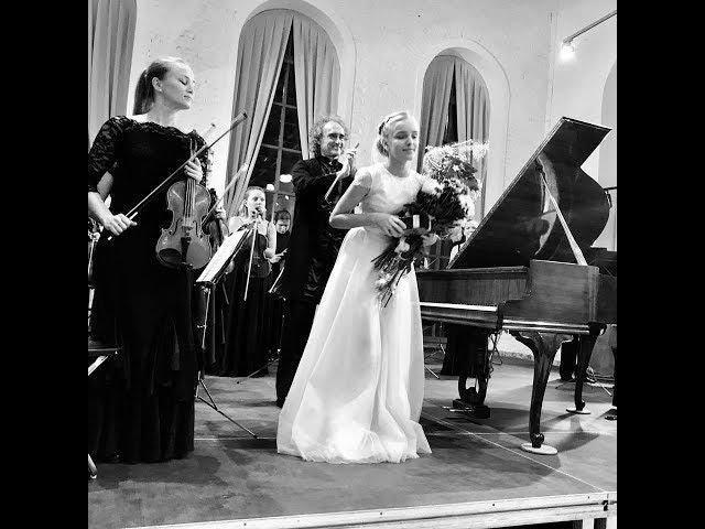 Софья Меньшикова исполняет И.С.Бах. Концерты f moll и g moll с оркестром B-A-C-H. Дирижер ...