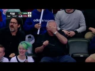 Дедушка радуется первому голу внука в НХЛ
