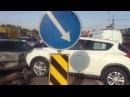 Кроссовер Nissan Juke снес светофор в Алматы