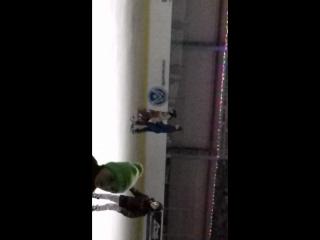 первые шаги леди Ди на коньках 👑