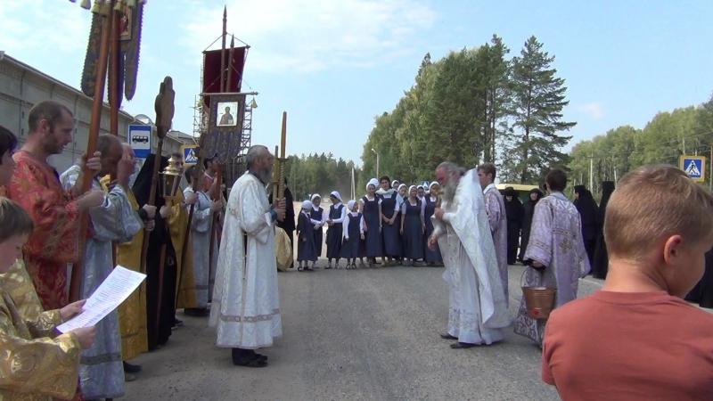 Николо-Сольбенский монастырь. Крестный ход. Виталик в фелони.