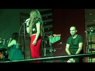 Выступление будущей Звездочки Анники Овиедо на концерте de Marian в Сьерра-Виста, Аризона, США