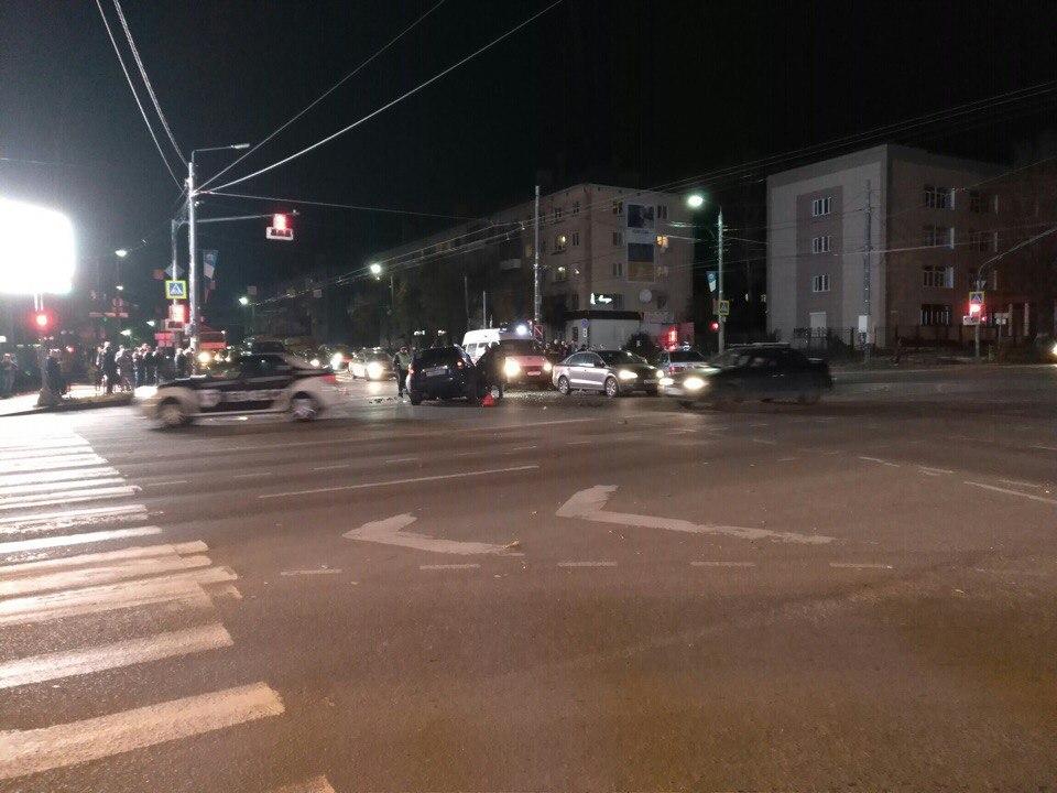 Появились фото страшного ДТП в центре Смоленска, где столкнулись несколько машин