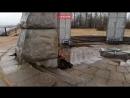 Братскую могилу в Петербурге очистили от надписей вандалов о любви