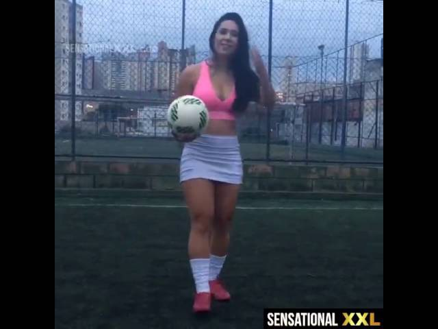 Topukluyla nasıl top oynanılır ))What soccer team does she play for.