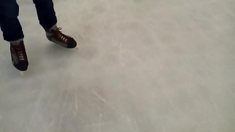 І от ми на льоду) трохи часу і дехто досить вправно катається) потрібно лише терпіння))