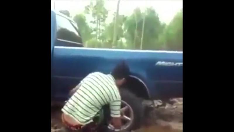 Витягування застряглих автомобілів.