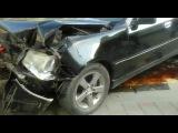 В час пик в центре Южно-Сахалинска на перекрестке столкнулись две машины