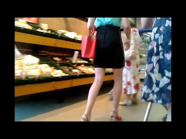 Порно видео Заглядываем девушкам под юбки в метро!! 11