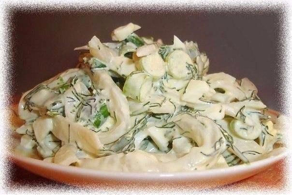 Салат с маринованным луком и кальмаром. Этот рецепт