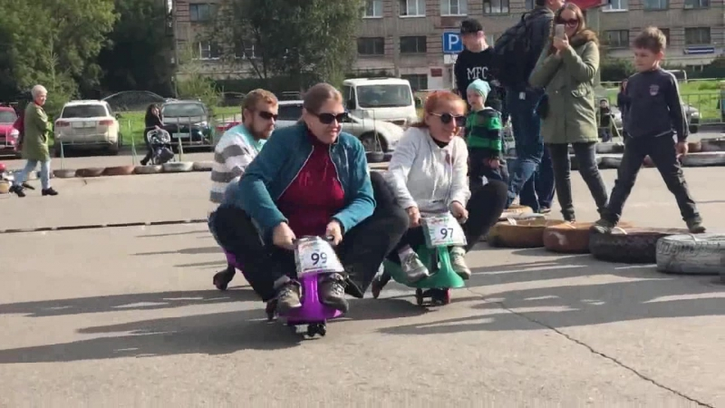 Фан заезд Родителей на бибикарах БеговелоГонка 23 09 2017 г