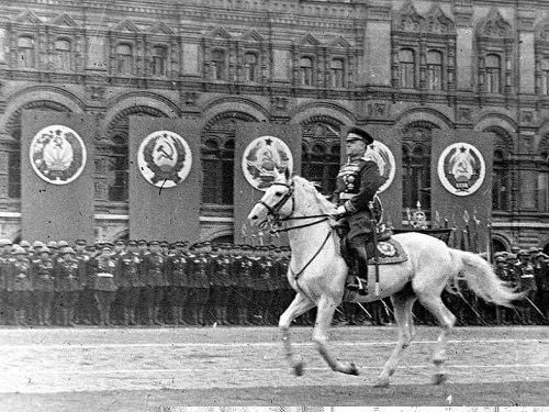 Русская революцию маршала Жукова.