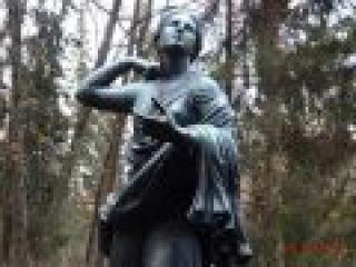 Скульптура двенадцати дорожек - Павловск .